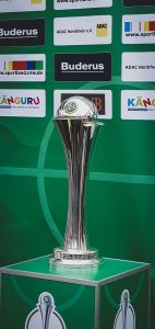 The DFB-Pokal der Frauen (German Women's Cup) trophy. (© CPD Football)
