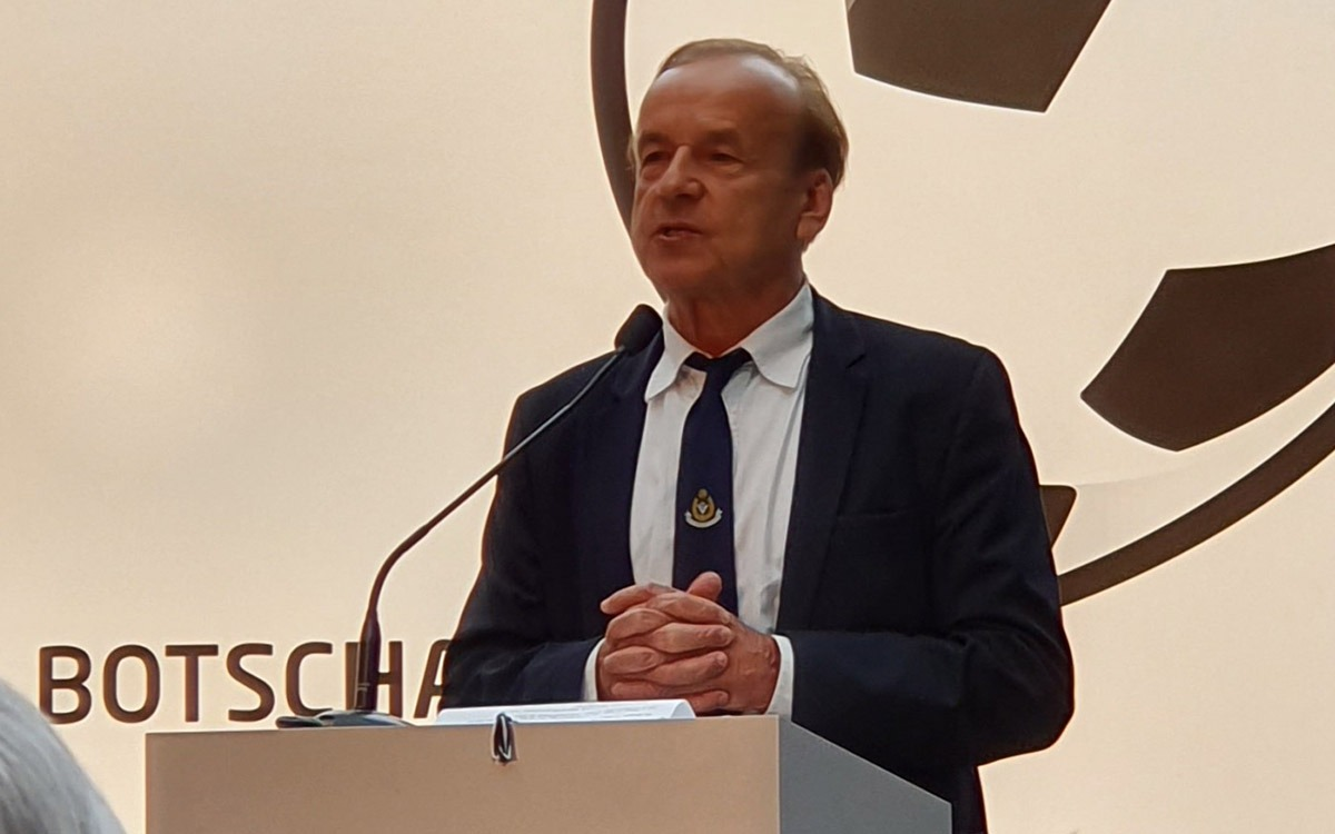 Nigerian national team head coach Gernot Rohr at the Deutscher Fussball Botschafter Awards Ceremony 2019 in Berlin. (© CPD Football)