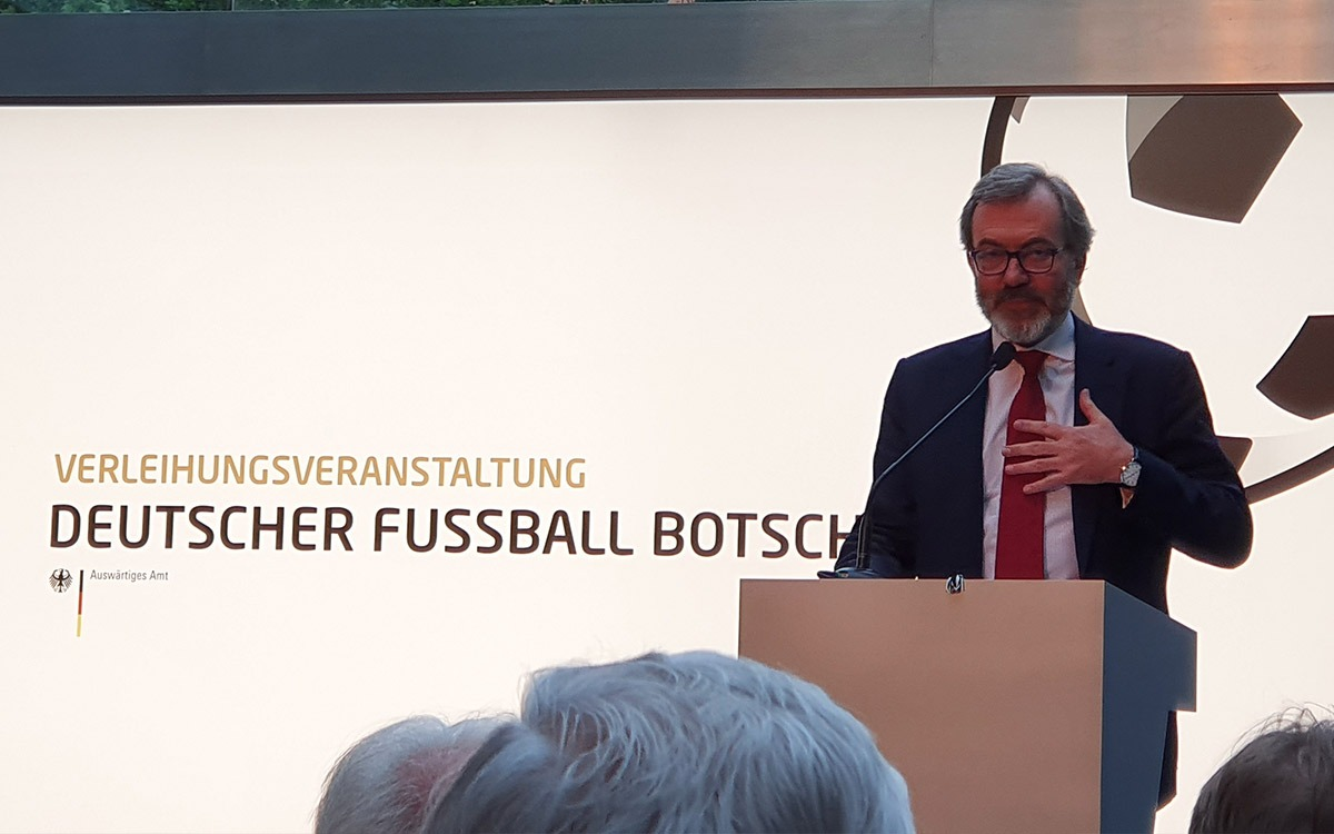 Spanish Ambassador to Germany H.E. Ricardo Martínez at the Deutscher Fussball Botschafter Awards Ceremony 2019 in Berlin. (© CPD Football)