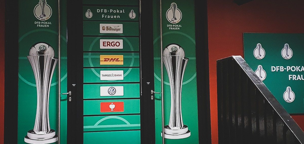 The mixed zone before the DFB-Pokal der Frauen (German Women's Cup) final. (© CPD Football)