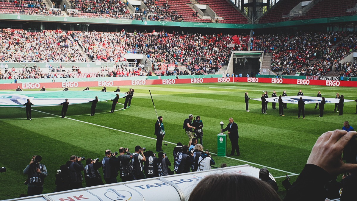 Germany legend Host Hrubesch presenting the DFB-Pokal der Frauen (German Women's Cup) tophy before kick-off. (© CPD Football)