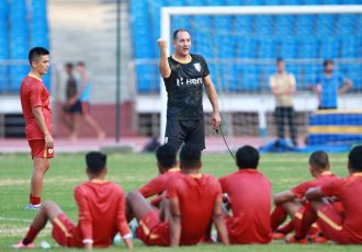 Indian national team head coach Igor Štimac during a training session at the Jawaharlal Nehru Stadium in Delhi. (Photo courtesy: AIFF Media)