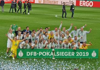 2019 DFB-Pokal der Frauen (German Women's Cup) winners VfL Wolfsburg. (© CPD Football)
