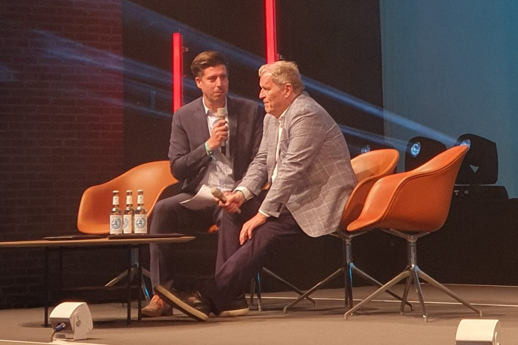 One-on-one interview: Gianni Costa interviewing former Mercedes Sports Director and F1 expert Norbert Haug. (© CPD Football)