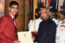 Indian national team goalkeeper Gurpreet Singh Sandhu receives the Arjuna Award from the President of India Shri Ram Nath Kovind. (Photo courtesy: Press Information Bureau - Goverment of India)