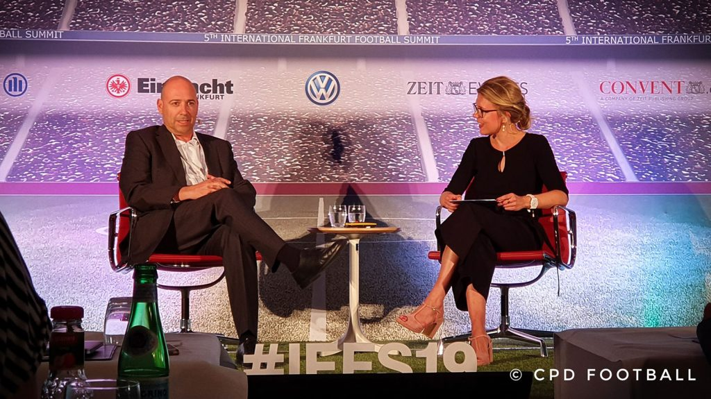5th International Frankfurt Football Summit 2019: Fernando Carro, CEO, Bayer 04 Leverkusen and moderator Cathrin Gilbert. (© CPD Football)