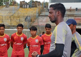 India U-16 national team head coach Bibiano Fernandes adressing his squad during a training session. (Photo courtesy: AIFF Media)