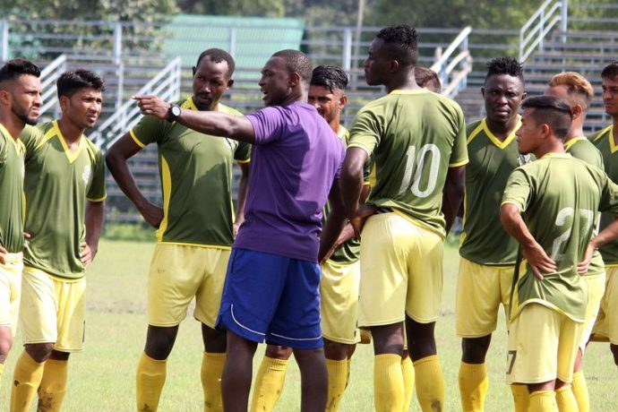 Mohammedan Sporting Club head coach Saheed Sunkanmi Ramon giving instructions to his players during a training session. (Photo courtesy: Mohammedan Sporting Club)