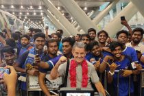 Head coach John Gregory with Chennaiyin FC fans at the airport in Chennai. (Photo courtesy: Chennaiyin FC)