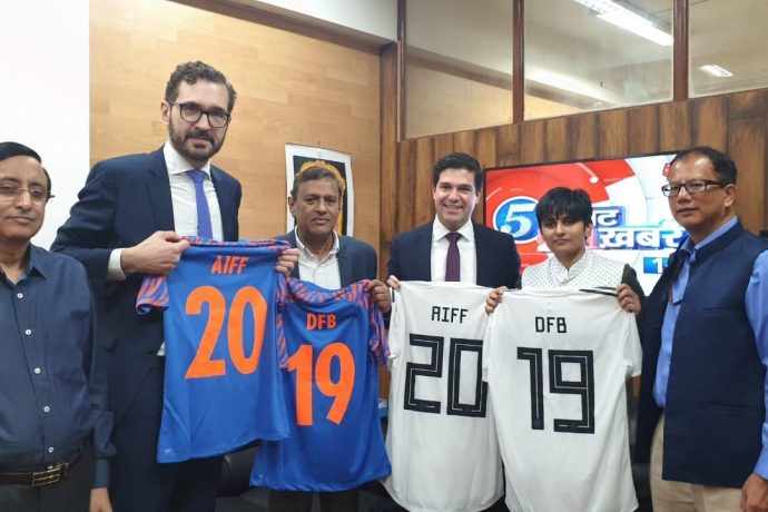 Dr. Friedrich Curtius, General Secretary, Deutscher Fußball-Bund (DFB) and Kushal Das, General Secretary, All India Football Federation (AIFF) have signed a Memorandum of Understanding (MoU) between the two federations. (Photo courtesy: AIFF Media)
