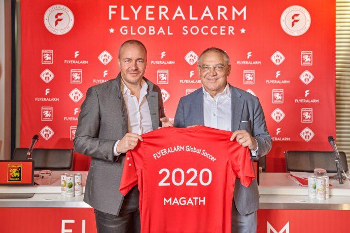 Felix Magath (right) and FLYERALARM CEO Thorsten Fischer present FLYERALARM Global Soccer. (Photo courtesy: FLYERALARM)