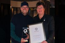 Award winner Jürgen Klopp and German Football Ambassador founder Roland Bischof in Doha, Qatar. (Photo courtesy: Deutscher Fußball Botschafter e.V.)