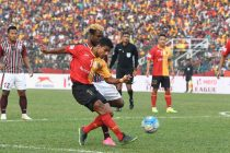 Mehtab Hossain in action for East Bengal in a Kolkata Derby against Mohun Bagan. (Photo courtesy: I-League Media)