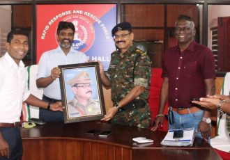 Indian football legend IM Vijayan and other Kerala Police officials during a farewell ceremony for Sharaf Ali, KT Chacko and Babu Raj. (Photo courtesy: AIFF Media)