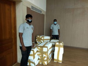 Chennaiyin FC Foundation contributes N95 masks for Chennai corporation workers. (Photo courtesy: Chennaiyin FC)