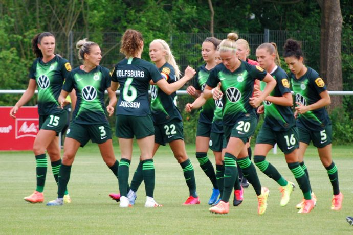 VfL Wolfsburg players celebrating one of their goals in the DFB-Pokal der Frauen (DFB Women's Cup) semi-final against DSC Arminia Bielefeld. (© CPD Football)