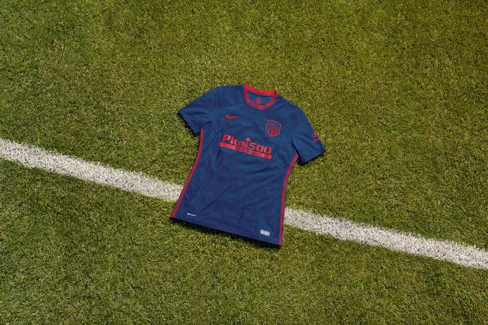 The new Atlético de Madrid 2020-21 away kit comes in head-to-toe blue with bright red detailing, and is inspired by the city's Fountain of Neptune. (Photo courtesy: Nike)