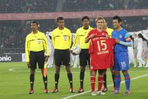 Bhaichung Bhutia and Philipp Lahm moments before Bhaichung's farwell match between the Indian national team and FC Bayern Munich at the Jawaharlal Nehru Stadium, Delhi on January 10, 2012. (Photo courtesy: AIFF Media)