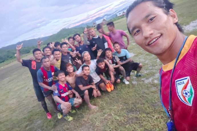 Indian international Seiminlen Doungel with kids from Longja in the Chandel District of Manipur. (Photo courtesy: AIFF Media)