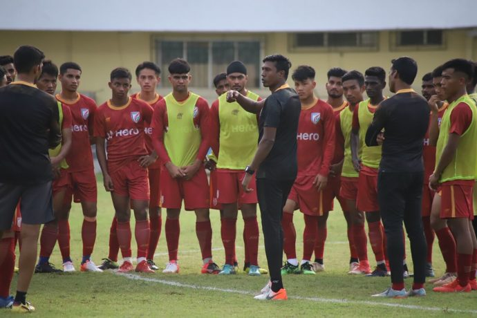 Indian national team assistant coach Shanmugam Venkatesh during an Indian Arrows training session. (Photo courtesy: AIFF Media)