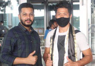 Mohammedan Sporting Club Athletic Secretary Hasnain Ahmed welcomed new forward Subhash Singh at the Dum Dum Airport, Kolkata. (Photo courtesy: Mohammedan Sporting Club)
