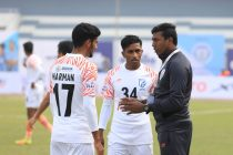 Indian national team assistant coach and Indian Arrows head coach Shanmugam Venkatesh with two of his players. (Photo courtesy: AIFF Media)