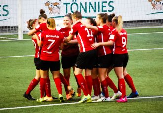 FSV Gütersloh 2009 players celebrating one of their goals in the DFB Women's Cup Round 1 match against DSC Arminia Bielefeld. (© CPD Football)