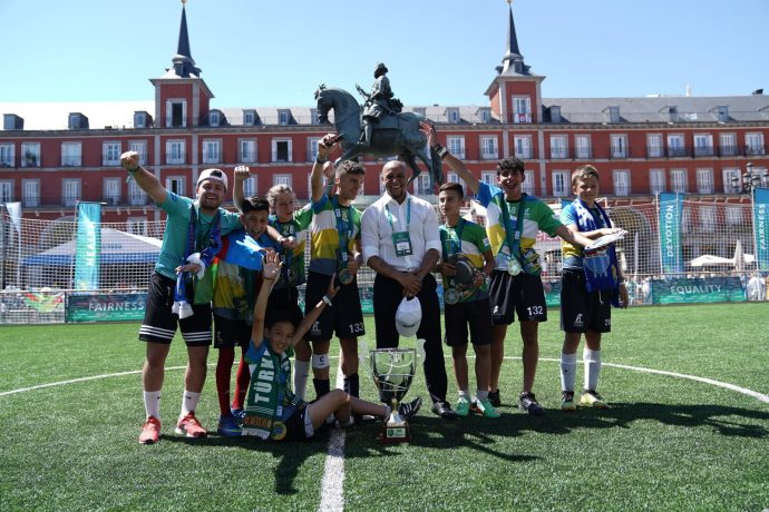Roberto Carlos awards the winners of the Football for Friendship World Championship during the programme's key events in Madrid. (Photo courtesy: PRNewsfoto/Gazprom International Children's Social Programme Football for Friendship)
