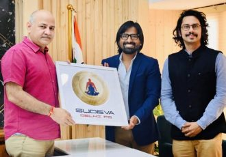 Hon'ble Deputy Chief Minister Shri Manish Sisodia with Sudeva Delhi FC President Mr. Anuj Gupta and Vice President Mr. Vijay Hakari. (Photo courtesy: Sudeva Delhi FC)