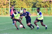 Bengaluru FC skipper Sunil Chhetri (centre) vies for possession with Rahil Bheke (L) and Leon Augustine in training at the Dempo SC Training Facility, in Goa, on Saturday, November 21. (Photo courtesy: Bengaluru FC)