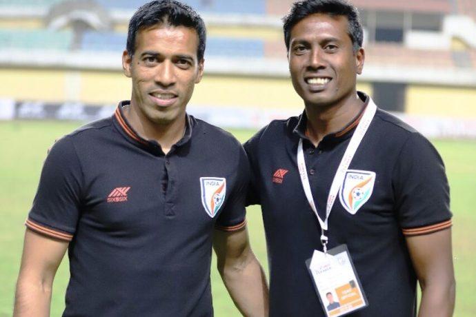Indian Arrows head coach Shanmugam Venkatesh (right) and assistant coach Mahesh Gawli. (Photo courtesy: AIFF Media)