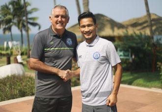 Jamshedpur FC head coach Owen Coyle and Indian international Seiminlen Doungel. (Photo courtesy: Jamshedpur FC)
