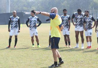 Mohammedan Sporting Club head coach Jose Hevia and his squad during a training session. (Photo courtesy: Mohammedan Sporting Club)
