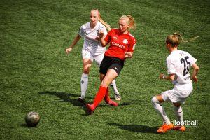 FSV Gütersloh 2009's Celina Baum in action against Borussia Mönchengladbach. (© CPD Football)
