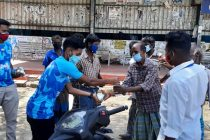 Minerva Academy sponsor and distribute meals to the unprivileged in Chennai. (Photo courtesy: Minerva Academy FC)