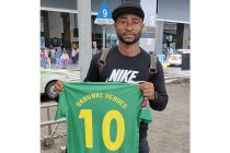Ansumana Kromah presents his Garhwal Heroes FC jersey. (Photo courtesy: Garhwal Heroes FC)